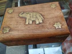 Elefántos hatágú csillag díszítésű izraeli fa ládika cigarettás doboz