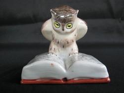 Kőbányai porcelán könyvön ülő bölcs bagoly