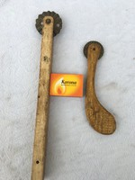2 db Régi Derelyevágó vagy tészta szeletelő - vágó - fa markolatú - Különleges