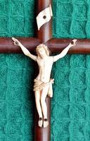 5. Antik, ELEFÁNTCSONT Jézus Krisztus (6 cm), 27 cm talpas feszület, aprólékos, kereszt, korpusz