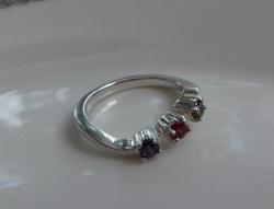 Ezüst kisujj gyűrű, 3 db szines kővel
