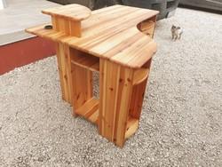 Eladó egy    VANESSA 4 fiókos rátétes sarok íróasztal. Bútor szép állapotú , asztal lapja karc mente