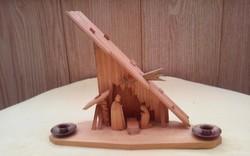 Kézzel készített fa betlehemi jászol-gyertyatartó