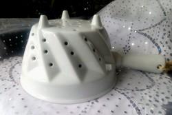 Fehér vastag porcelán gyümölcs szűrő tál