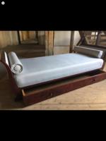 Hattyú kanapé