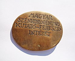 Magyar szénhidrogénipar kutató-fejlesztő intézet jelzett bronz plakett