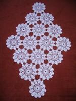 50x30 cm-es, fehér horgolt terítő