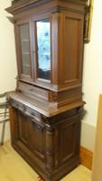Kisméretű régi szekrény