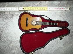 Mini gitár , eredet tokjában