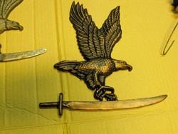 Kovácsoltvas Turul Egyedi kézműves kemence dísz címer Sas kard al címer re kapura