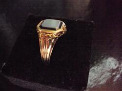 14 K Arany gyűrű onix kővel
