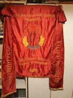 Hatalmas zászló 1975-ből