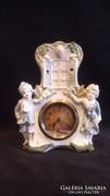 Számozott régi porcelán figurás óra , működik
