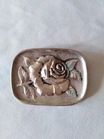 Rózsás kitűző