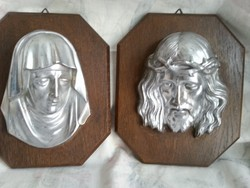 Fa talpon fém szentképek