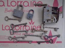 Antik kulcsok ,lakatok ,zár. !
