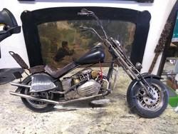 Régi nagy motorkerékpár makett fekete