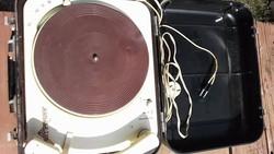 Retro orosz bőröndös lemezjátszó