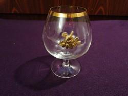 Nagyméretű konyakos pohár, vastag széli aranyozással és túzokmintás dombormotivummal. Különleges!