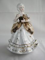 Porcelán barokk hölgy forog zenél
