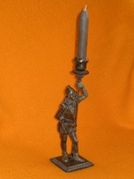 Öntöttvas szobor - gyertyatartó kombiné. Katona tűzoltó lámpa oltogató gyújtogató ? Figura
