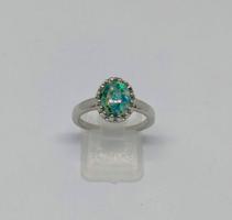 925-s töltött ezüst gyűrű, smaragdzöld tűzopál kővel