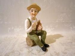 E_017 Biszkvit porcelán fatönkön ülő borozgató apóka