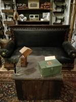 Bőr antik kanapé, loft, vintage, dekor