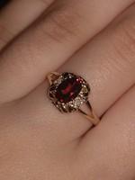 Tömör 10K arany gyűrű gyémánt és gránát kövekkel