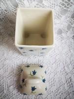 Jelzett kerámia teafiltertartó