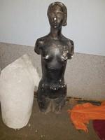 Kb.40 kiló, 114 cm, életnagyságú gipsz bakfis torzó szobor, a zuglóiak láthatták egy kertben...