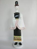 Aquincumi porcelán népviseletes legény