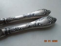 Rokokó ezüstözött dombor növény mintás kés,polírozott rozsdamentes pengével 2 db