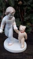 Aquinkumi porcelán, kislány macival
