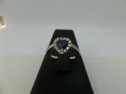 Szív alakú zafíros - brilles fehér arany gyűrű