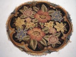 Antik virágmintás gobelin, díszpárna előlap.