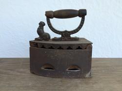 Régi vintage kakas díszes öntöttvas szenes kakasos vasaló