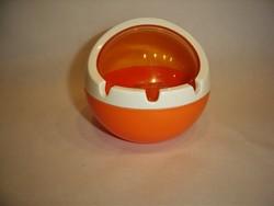 Retro műanyag design gömb hamutartó