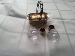 fém kosárban só bors szóró fűszer szóró