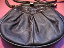 Kis csokibarna csatos táska