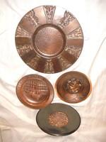 Négy fém fali tányér egy csomagban