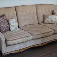 Antik jellegű kanapé