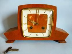Ritka,art deco óra,felesütős kandalló óra eredeti kulccsal