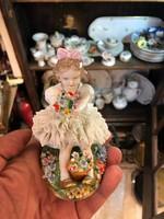 Sitzendorf  német porcelán, ülő kislány, 12 cm-es, hibátlan állapotban