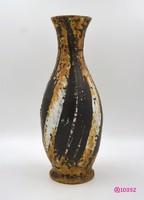 Gorka Lívia (1925-2011) kerámia váza, bronz, fekete-fehér dekorral.