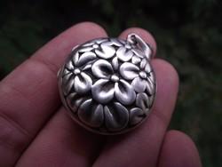 Különleges, nyitható ezüst medál
