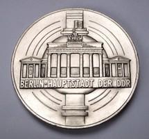 NDK-érme Brandenburgi kapu Berlin.