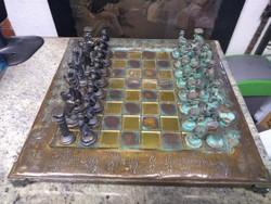 Antik sakkészlet Görög figurákkal, bronz és réz