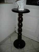 Antik faragott posztamens / szobortartó / virágállvány sötét barna dió színben