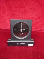 Digitális óra, Bosch felirattal, 13,5 cm magas.